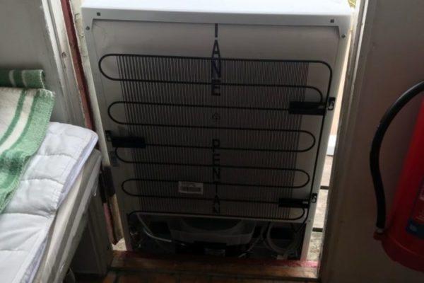 Nytt kylskåp till SMHI-stugan